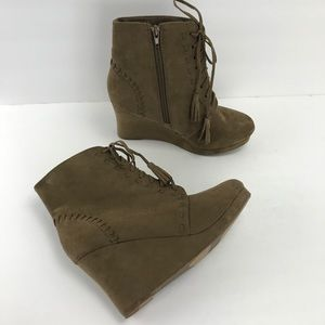 Report train faux suede tan wedges booties 9